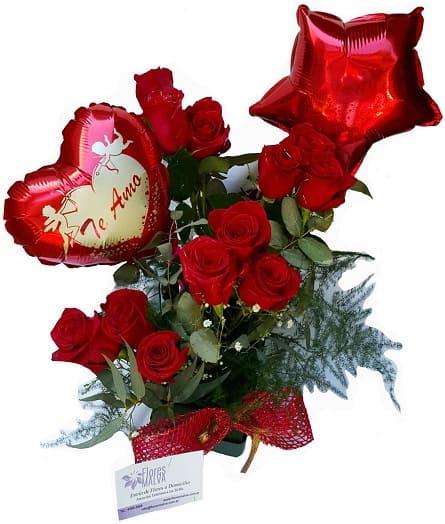 Imagen de Romance único Descripcion: Arreglo en base de plastico con12 rosas y un globo grande